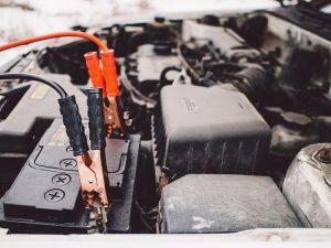 Električna energija nadomešča motorje z notranjim izgorevanjem, tudi akumulatorska kosilnica je vedno pogostejša izbira