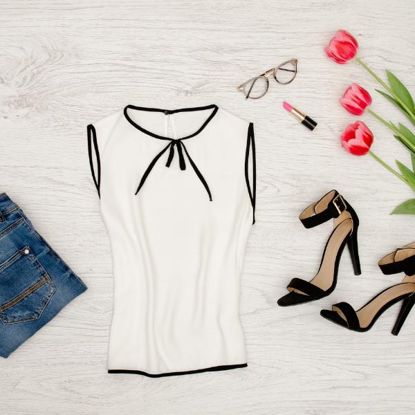bluze s kavbojkami in rožami